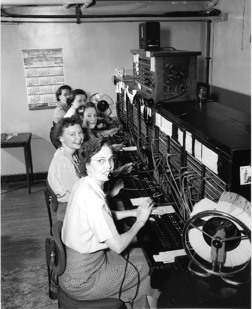 Telephone operators, 1952 von Seattle Municipal Archives
