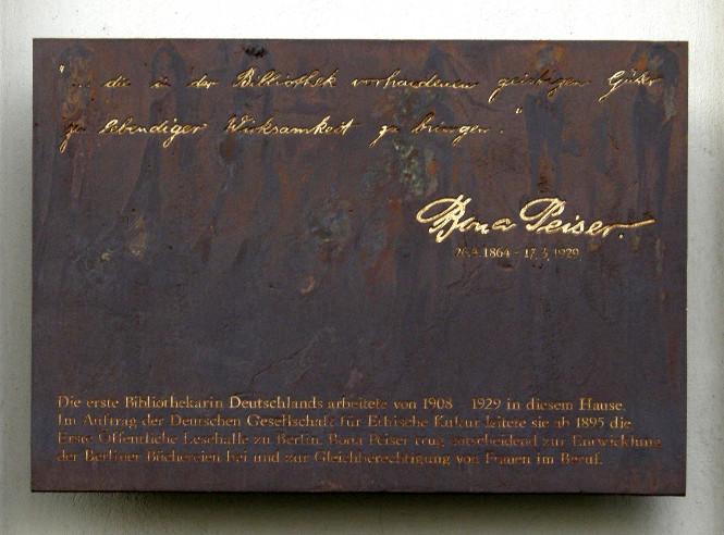 Gedenktafel für Bona Peiser am Gebäude Rungestraße 22-25 in Berlin-Mitte