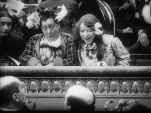Rosalie et Léontine vont au théâtre, F 1911, 10:39